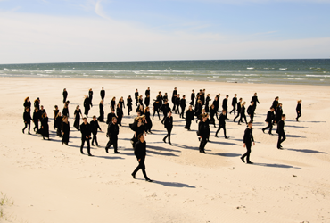 Orchester am Strand